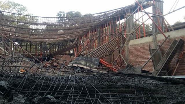 চৌগাছায় নির্মাণাধীন খাদ্যগুদামের ছাদ ধসে ৫০ শ্রমিক আহত