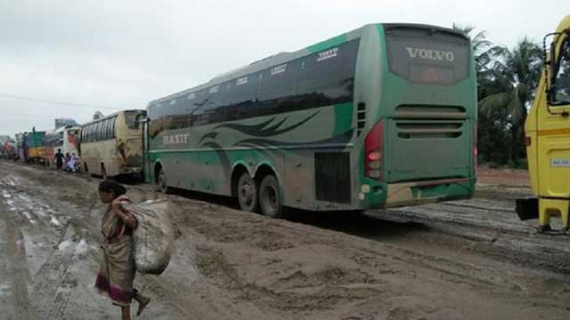 ঢাকা-আরিচা মহাসড়কে যানজটে নাকাল ঘরমুখো মানুষ