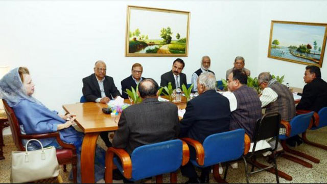 Khaleda Zia sits with top BNP leaders