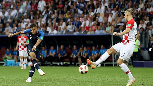 ক্রোয়েশিয়ার বিপক্ষে ৪-২ গোলে এগিয়ে ফ্রান্স