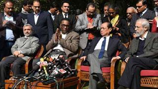 ভারতের প্রধান বিচারপতির বিরুদ্ধে চার বিচারপতির 'বিদ্রোহ'