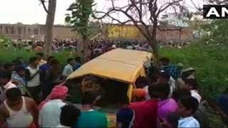 ভারতে ভ্যানে ট্রেনের ধাক্কা: ১৩ স্কুল শিক্ষার্থী নিহত