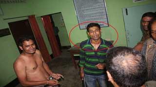 অভিযুক্ত ডিবির কনস্টেবল বরখাস্ত