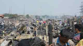 Hundreds' of shanties gutted in fire at Mirpur