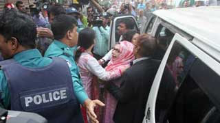 15 hurt in Chhatra League attacks on Afroza's campaign