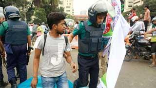Cops disperse govt job seekers at Shahbagh, 4 held