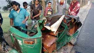 Tangail road crash leaves 3 dead