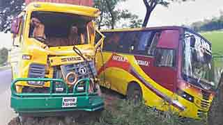 10 killed in road crashes in 5 dists