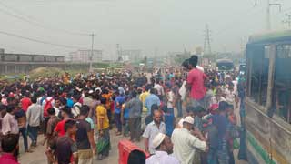 Locals block Dhaka-Ctg highway protesting accident at Kanchpur
