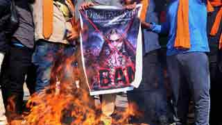 Anti-'Padmaavat' protests turn violent; mobs block roads, damage vehicles