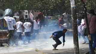 Cops foil anti-quota demo with batons
