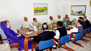 Khaleda Zia convenes emergency meeting