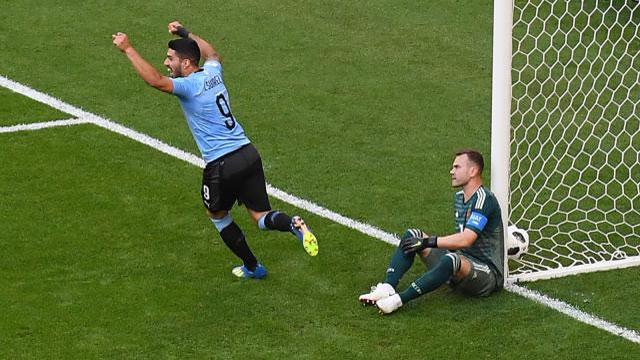 Uruguay punish sluggish Russia to top Group A