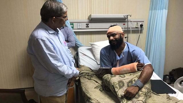Alamgir visits injured photojournalist Ahad