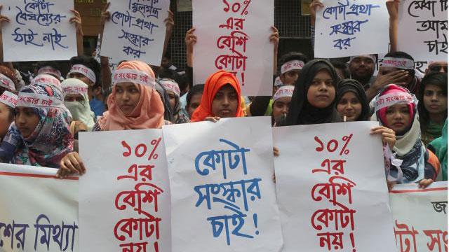 Students demonstrate demanding withdrawal of case