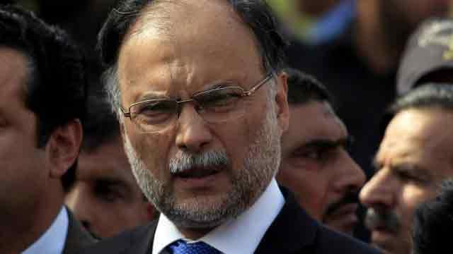Pakistan interior minister escapes assassination attempt