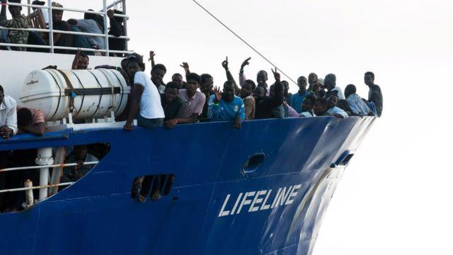Italy to seize NGO ships amid migrant row