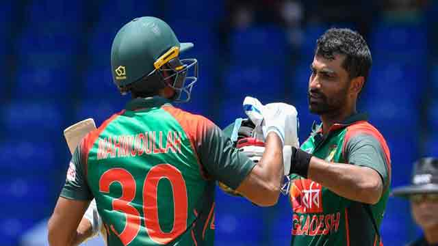 Tamim, Mahmudullah power Tigers to 301