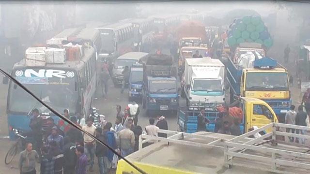 Dense fog disrupts Paturia-Daulatdia ferry services