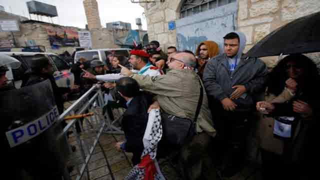 Palestinians rally against Greek Orthodox patriarch