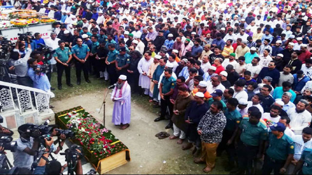 Thousands of fans join Ayub Bachchu's 1st namaj-e-janaza