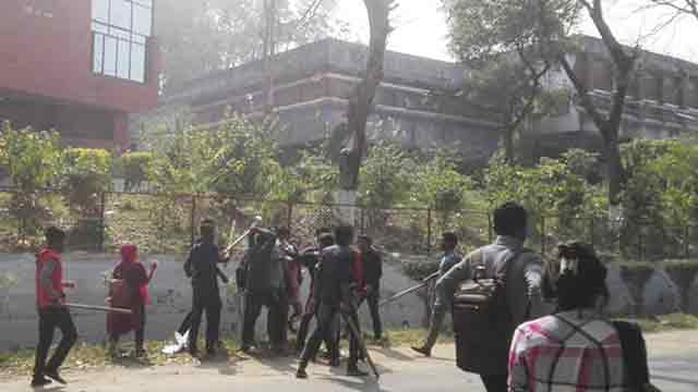 10 CU students hurt in Chhatra League attack