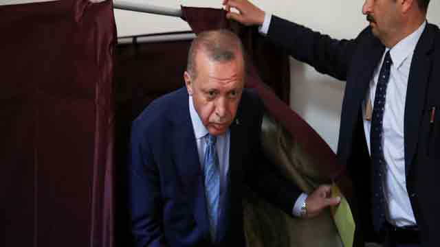 Erdogan, ruling AK Party take early lead in Turkish elections