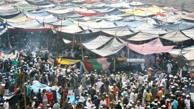 বিশ্ব ইজতেমায় দ্বিতীয় দিনের বয়ান চলছে
