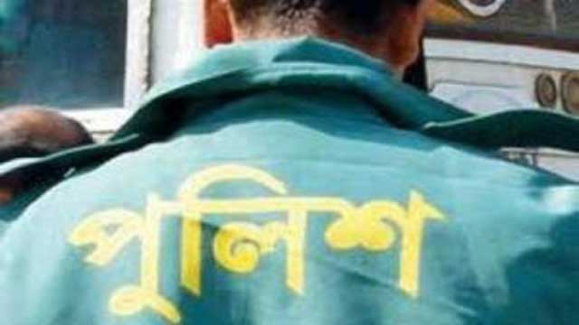 Police constable held for taking toll in Khulna