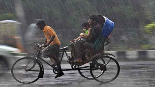 Rain disrupts normal city life
