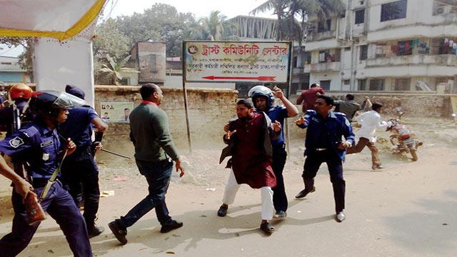 Police swoop down on BNP activists, 20 injured
