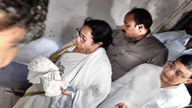 Bidyasagar bust vandalised: Mamata Banerjee, TMC leaders change Twitter photo in protest