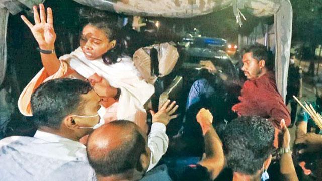 আটকের পর গোয়েন্দা কার্যালয়ে নেয়া হয়েছে ভিপি নুরকে
