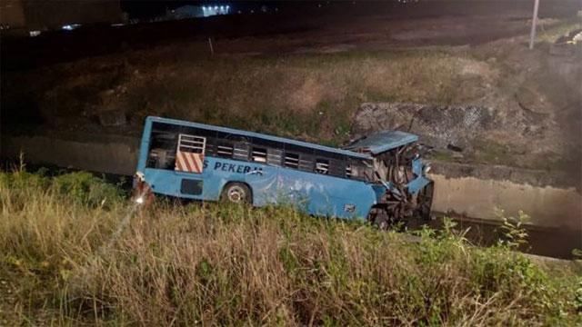 6 Bangladeshis among 11 killed in Malaysia bus plunge