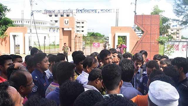 পাবিপ্রবির শিক্ষার্থীদের মহাসড়ক অবরোধ