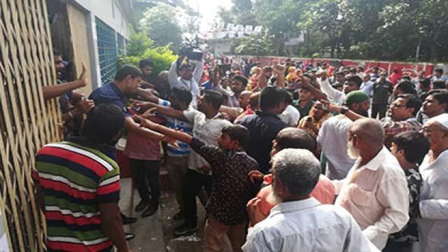 বরিশালে ভোট কেন্দ্রে হট্টগোল, হাতাহাতি