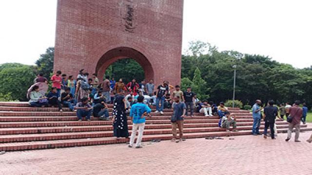 জাবি শিক্ষার্থীদের 'মার্চ টু ঢাকা' কর্মসূচিতে বাধা