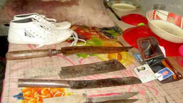 ছাত্রলীগ নেতার ঘর থেকে নিহতের রক্তমাখা জিনিসপত্রসহ ছুরি, চাপাতি উদ্ধার