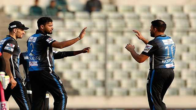 মাশরাফি তাণ্ডবে কুমিল্লা অলআউট ৬৩ রানে