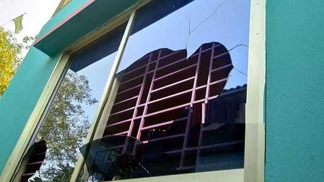 নারায়ণগঞ্জে দফায় দফায় রক্তক্ষয়ী সংঘর্ষে ৩ গ্রাম রণক্ষেত্র, দেড় শতাধিক ঘরবাড়ি ভাঙচুর-লুট