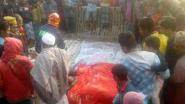 কুমিল্লায় ট্রাক উল্টে ১৩ শ্রমিক নিহত