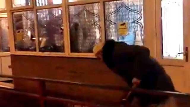 ব্রিটেনে গভীর রাতে ৪ মসজিদে হামলা