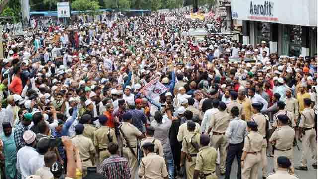 মুসলিম হত্যায় প্রতিবাদকারীদের আটক করছে ভারতীয় পুলিশ