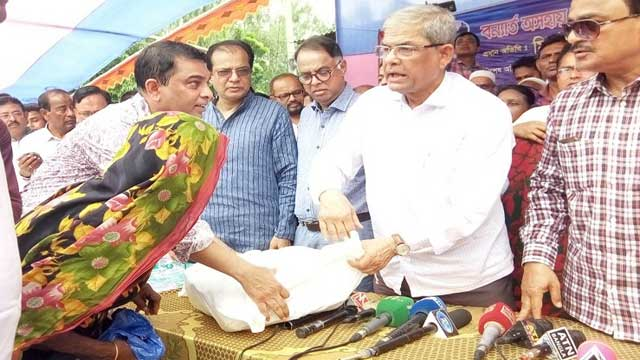 সরকার 'ডেঙ্গু'কে গুজব বলে উড়িয়ে দিচ্ছে: মির্জা আলমগীর