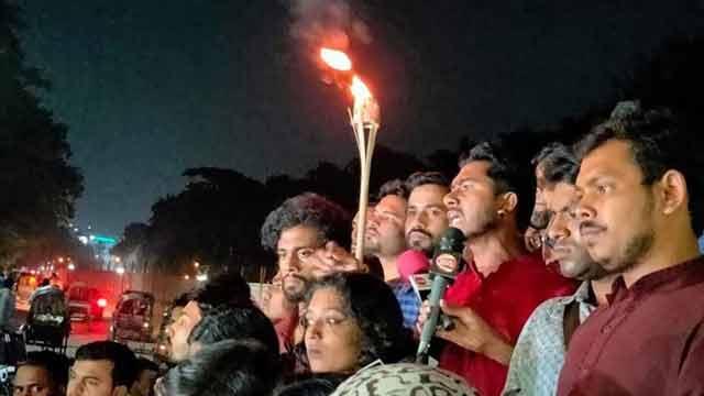 দুর্নীতিবাজ জাবি ভিসিকে রক্ষায় শিক্ষার্থীদের ওপর হামলা চালিয়েছে ছাত্রলীগ: ভিপি নুর