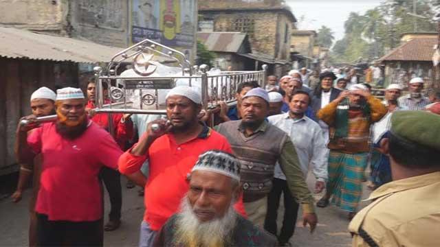'লাশ ছুঁয়ে দাবি আদায়ের শপথ নিলেন শ্রমিকরা'