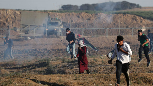 Israeli fire kills 7 in Gaza raid, Israeli officer killed