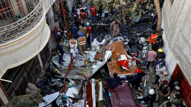 97 die, 2 survive in Pakistan plane crash