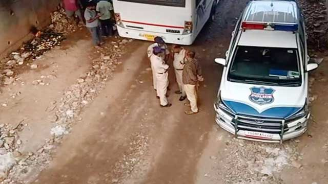 Hyderabad vet: Police kill suspects in Indian rape and murder case