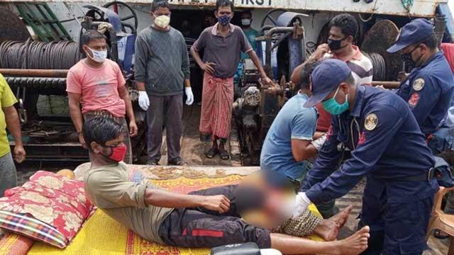 বঙ্গোপসাগরে মিয়ানমার নৌবাহিনীর গুলিতে ৬ বাংলাদেশি আহত